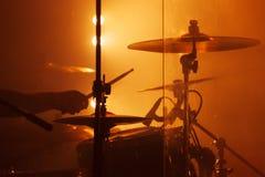 Φωτογραφία ζωντανής μουσικής, τύμπανο που τίθεται με τα κύμβαλα στοκ εικόνες