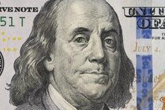 Φωτογραφία κινηματογραφήσεων σε πρώτο πλάνο ενός λογαριασμού 100 δολαρίων στοκ φωτογραφία με δικαίωμα ελεύθερης χρήσης