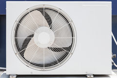 Φωτογραφία κινηματογραφήσεων σε πρώτο πλάνο της άσπρης συσκευής κλιματιστικών μηχανημάτων Στοκ Εικόνα