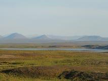 Φωτογραφία μιας θερινής λίμνης στα βουνά tundra Ural στοκ εικόνες