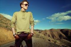 Φωτογραφία μόδας που καλύπτονται ενός ατόμου που φορά τα γάντια Στοκ Εικόνα