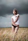 Φωτογραφία μόδας της νέας όμορφης γυναίκας Στοκ Φωτογραφίες