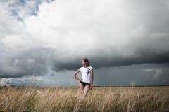 Φωτογραφία μόδας της νέας όμορφης γυναίκας Στοκ φωτογραφίες με δικαίωμα ελεύθερης χρήσης