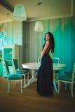 Φωτογραφία μόδας της γυναίκας πολυτέλειας με μακρυμάλλη Στοκ Φωτογραφίες