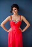 Φωτογραφία μόδας της όμορφης κυρίας στο κομψό φόρεμα βραδιού Στοκ Φωτογραφία