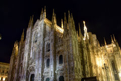 Φωτογραφία νύχτας του διάσημου Di Μιλάνο Duomo καθεδρικών ναών στην πλατεία στο Μιλάνο στοκ εικόνα με δικαίωμα ελεύθερης χρήσης