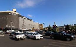Φωτογραφία οδών του Βουκουρεστι'ου - πλατεία Unirii - Bershka και Koto στοκ εικόνες