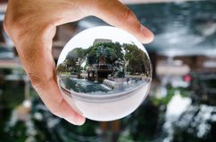 Φωτογραφία πάρκων του Σύδνεϋ πηγών Archibald hyde στη σαφή σφαίρα γυαλιού κρυστάλλου Στοκ Φωτογραφίες