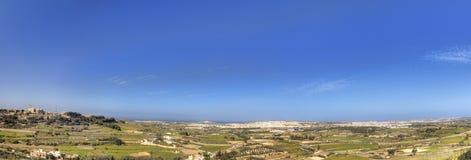 Φωτογραφία πανοράματος HDR του τοπίου της Μάλτας από την κορυφή της ιστορικής πόλης Mdina την ηλιόλουστη θερινή ημέρα Στοκ Εικόνα