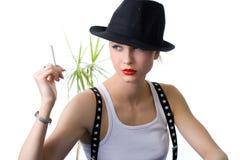 Φωτογραφία-περίοδος επικοινωνίας στο στούντιο του νέου blondy κοριτσιού Στοκ εικόνα με δικαίωμα ελεύθερης χρήσης