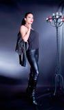 Φωτογραφία-περίοδος επικοινωνίας του κομψού brunette Στοκ φωτογραφίες με δικαίωμα ελεύθερης χρήσης