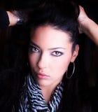 Φωτογραφία-περίοδος επικοινωνίας του νέου όμορφου brunette Στοκ Φωτογραφίες