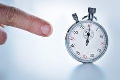 Δάχτυλο που δείχνει ένα χρονόμετρο με διακόπτη Στοκ εικόνα με δικαίωμα ελεύθερης χρήσης