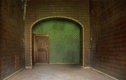 Φωτογραφία που παρουσιάζει το παλαιό εσωτερικό στο αρχαίο κτήριο Στοκ Φωτογραφία