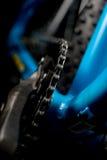Φωτογραφία ποδηλάτων βουνών στο στούντιο, μέρη ποδηλάτων, λεπτομέρεια αλυσίδων στοκ εικόνα
