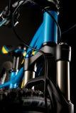 Φωτογραφία ποδηλάτων βουνών στο στούντιο, μέρη ποδηλάτων, μπροστινή απόσβεση στοκ φωτογραφίες