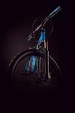 Φωτογραφία ποδηλάτων βουνών στο στούντιο, που μειώνει τα μέρη πλαισίων ποδηλάτων, το φραγμό λαβών και τα φρένα στοκ φωτογραφίες με δικαίωμα ελεύθερης χρήσης