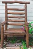 Φωτογραφία στην καρέκλα πάρκων στοκ εικόνες με δικαίωμα ελεύθερης χρήσης
