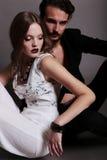 Φωτογραφία στούντιο μόδας του όμορφου προκλητικού ζεύγους Στοκ φωτογραφίες με δικαίωμα ελεύθερης χρήσης