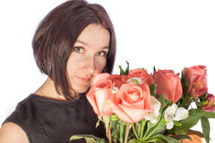 Όμορφη γυναίκα με τα λουλούδια στοκ εικόνα με δικαίωμα ελεύθερης χρήσης
