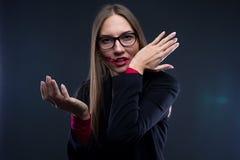 Φωτογραφία της γυναίκας με το λεκιασμένο κόκκινο κραγιόν Στοκ φωτογραφία με δικαίωμα ελεύθερης χρήσης
