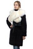 Φωτογραφία της νέας γυναίκας στο παλτό γουνών Στοκ Εικόνα