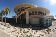 Φωτογραφία της στρογγυλής οικοδόμησης χρησιμοποιώντας μια ευρεία γωνία στοκ φωτογραφία με δικαίωμα ελεύθερης χρήσης