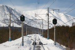 Συγκέντρωση σιδηροδρόμου με δύο φωτεινούς σηματοδότες στοκ εικόνες