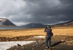Φωτογραφία τοπίων βλαστών φωτογράφων στην Ισλανδία Στοκ φωτογραφία με δικαίωμα ελεύθερης χρήσης