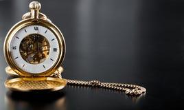 Φωτογραφία του ανοιγμένου παλαιού εκλεκτής ποιότητας ρολογιού τσεπών Στοκ Εικόνα