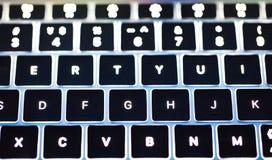 Φωτογραφία του πιό clavier αναδρομικά φωτισμένου πληκτρολογίου πληκτρολογίων υπολογιστών στοκ εικόνες