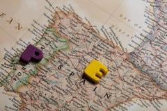 Φωτογραφία του χάρτη της Ισπανίας και των ζωηρόχρωμων επιστολών στη θαυμάσια πλάτη Στοκ φωτογραφία με δικαίωμα ελεύθερης χρήσης
