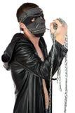 Φωτογραφία του brunet ατόμου στη μάσκα με την αλυσίδα Στοκ φωτογραφία με δικαίωμα ελεύθερης χρήσης