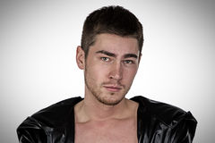 Φωτογραφία του brunet νεαρού άνδρα Στοκ εικόνες με δικαίωμα ελεύθερης χρήσης