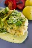 Φωτογραφία τροφίμων: κρέας στηθών κοτόπουλου με τη σάλτσα σπαραγγιού και κρέμας Στοκ φωτογραφία με δικαίωμα ελεύθερης χρήσης