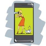 Φωτογραφία app για τις φωτογραφίες κοριτσιών smartphone Στοκ εικόνα με δικαίωμα ελεύθερης χρήσης