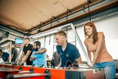 Φωτογραφία KYIV, ΟΥΚΡΑΝΊΑ, ένωση φραγμών των επιχορηγήσεων KickerKicker στις 10 Ιουνίου 2018 Οι ενεργοί άνδρες και οι γυναίκες έχ Στοκ Εικόνες