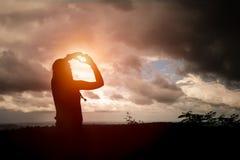 Φωτογραφίες γυναικών μόνες Ουρανός backgroun Στοκ εικόνες με δικαίωμα ελεύθερης χρήσης
