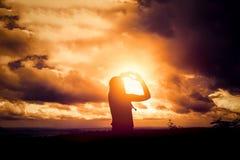 Φωτογραφίες γυναικών μόνες Ουρανός backgroun Στοκ φωτογραφίες με δικαίωμα ελεύθερης χρήσης