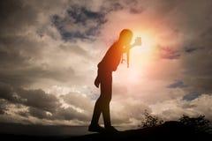 Φωτογραφίες γυναικών μόνες Ουρανός backgroun Στοκ φωτογραφία με δικαίωμα ελεύθερης χρήσης
