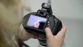 Φωτογραφίες προσοχής φωτογράφων στη κάμερα φιλμ μικρού μήκους