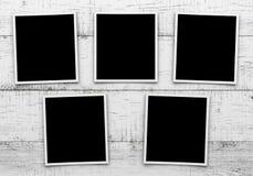 Φωτογραφίες στην ξύλινη ανασκόπηση Στοκ φωτογραφία με δικαίωμα ελεύθερης χρήσης