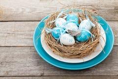 Φωλιά αυγών Πάσχας στο πιάτο Στοκ φωτογραφία με δικαίωμα ελεύθερης χρήσης
