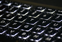 Φω'τα αστραπής σε ένα λαμπιρίζοντας πληκτρολόγιο υπολογιστών Στοκ εικόνες με δικαίωμα ελεύθερης χρήσης