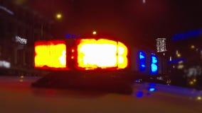 Φω'τα αστυνομίας επάνω ενός περιπολικού της Αστυνομίας φιλμ μικρού μήκους