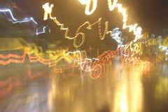 Φω'τα αυτοκινήτων στις οδούς τη νύχτα και μουτζουρωμένος Στοκ εικόνες με δικαίωμα ελεύθερης χρήσης