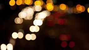 Φω'τα αυτοκινήτων Defocused που κινούνται στη νύχτα απόθεμα βίντεο