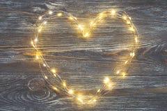 Φω'τα γιρλαντών με μορφή μιας καρδιάς στοκ εικόνα με δικαίωμα ελεύθερης χρήσης