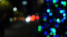 Φω'τα και κυκλοφορία Χριστουγέννων bokeh τη νύχτα απόθεμα βίντεο