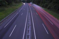Φω'τα και φορτηγό αυτοκινήτων στον αυτοκινητόδρομο Στοκ Εικόνες